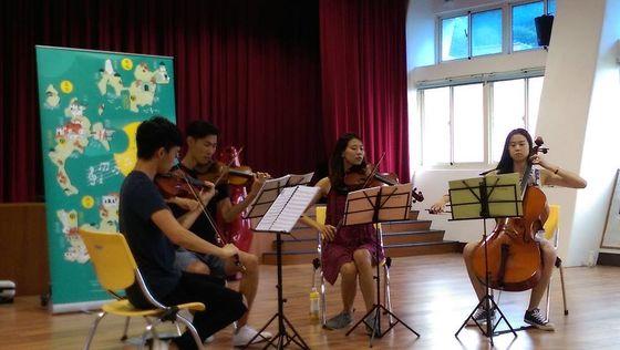 對外交通中斷,孩子們多了一次欣賞弦樂四重奏的機會  照片